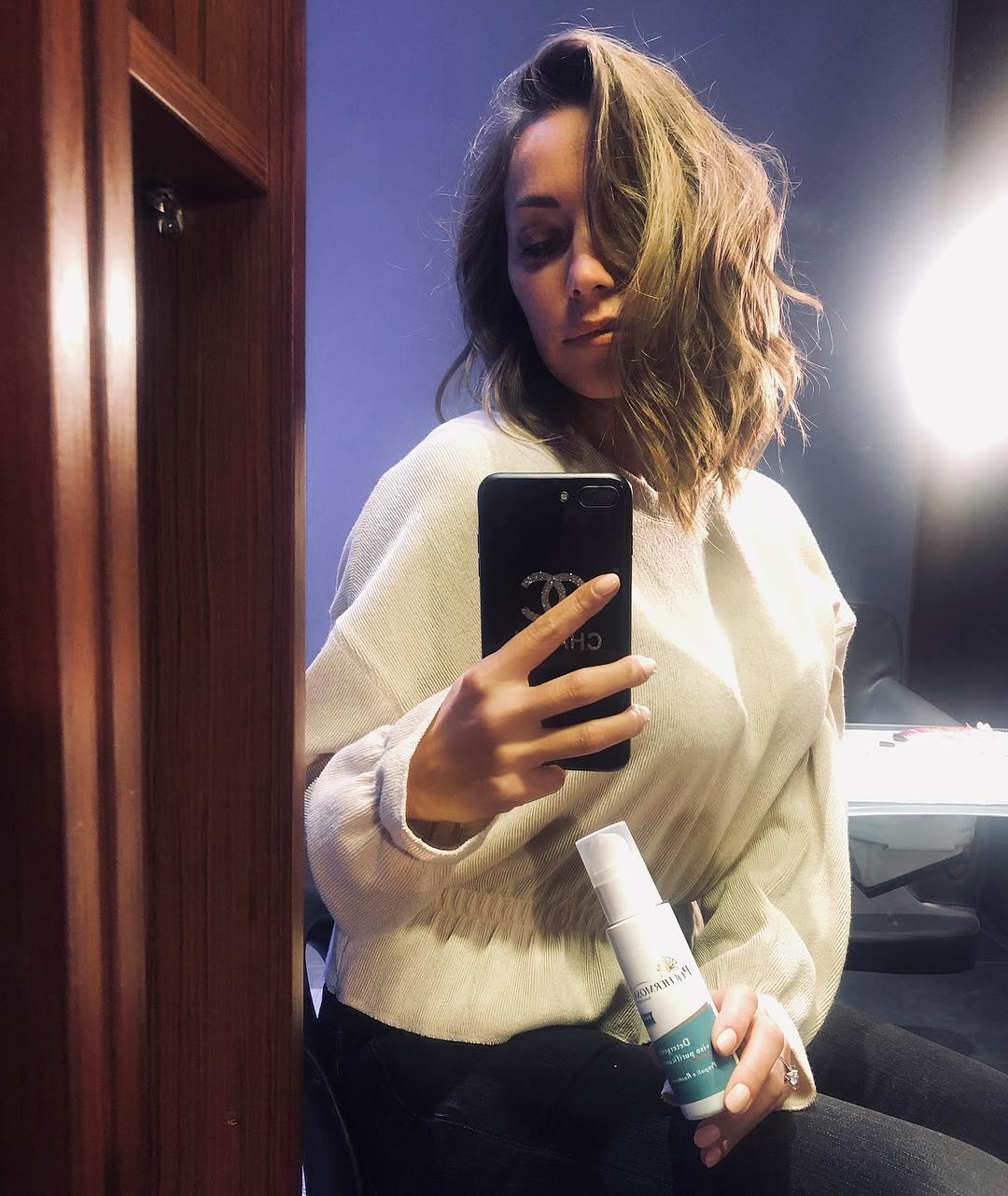 Karina Cascellapropone il detergente viso diPellhermosa
